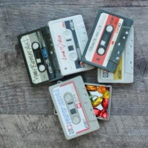 CASSETTE TIN WITH FRUIT DROPS